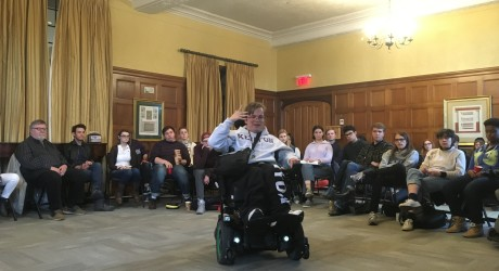Sophomore discusses disability, identity at DA Storytime