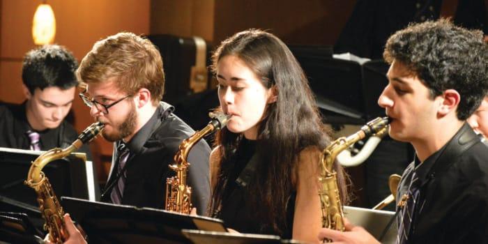 Kenyon Jazz Ensemble takes over Peirce Pub in upbeat show